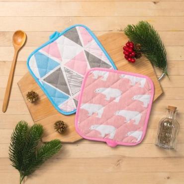Кухонный набор Доляна Мишка розовый Мозаика 100% п/э рогожка 200 г/м2 прихватка 2 шт.