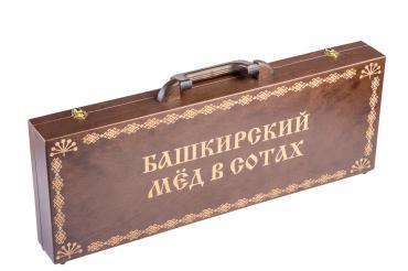 Сувенир деревянная шкатулка с рамкой сотового мёда Башкирская медовня, 1,9 кг., шкатулка