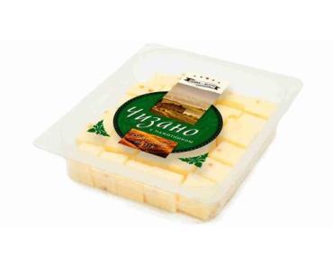 Сыр Terra del Gusto Чизано с пажитником полутвердый 50% кубики