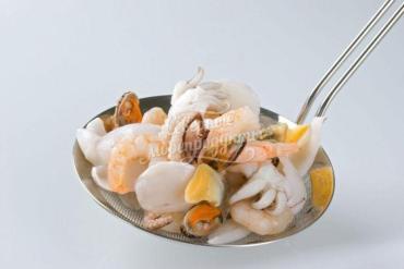 Морской коктейль Nordic Seafood эконом (кальмар полоски, мясо мидий, щупальца кальмара, осьминоги, креветки), глазурь 20%, Китай