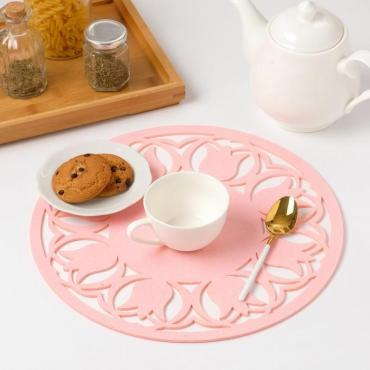 Салфетка Доляна Тюльпаны декоративная цвет розовый, 30 см.