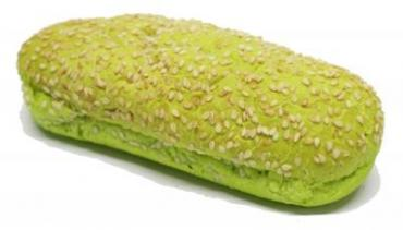 Булочка для датского хот дога с кунжутом зелёная 170мм.