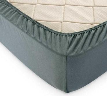 Простыня трикотажная на резинке 180х200 см., 100% хлопок, плотность 145 гр./м2, хаки, пластиковый пакет